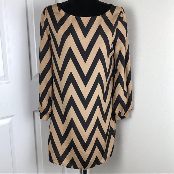 Tobi Dresses & Skirts - Tobi long sleeve tan black chevron striped dress
